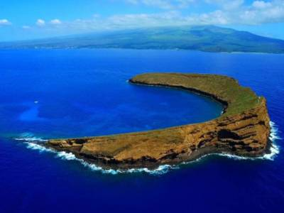Visit Maui's Underwater World: Molokini Crater