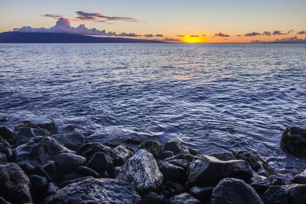 maui-sunset-at-shore